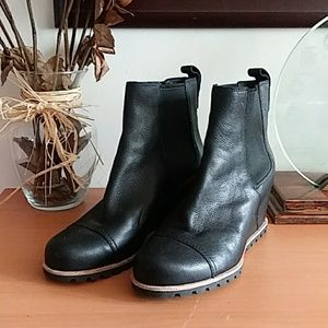 New UGG PAX. Black Wedge Boot 8 5